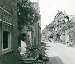 1945 - Langestraat ter hoogte van NH kerk
